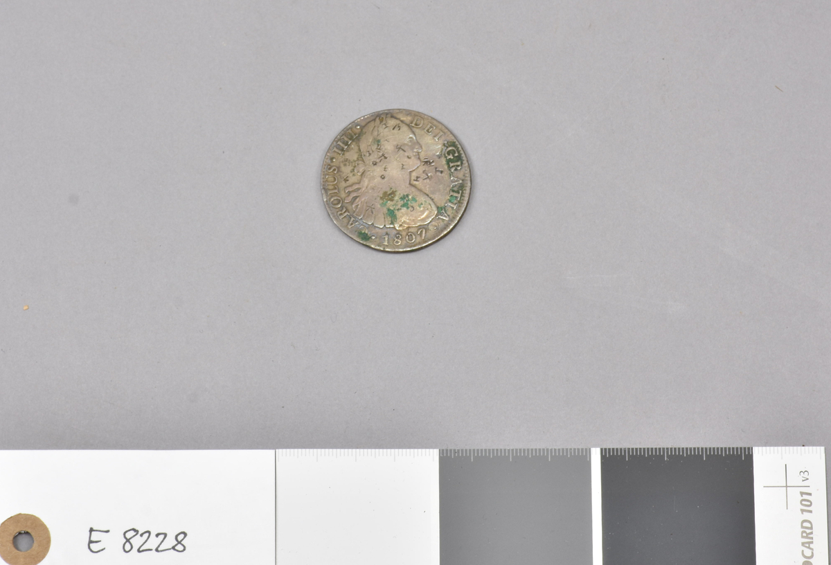 """E 8228 Fra protokollen: """"Spansk mynt fra 1807 med Karl IV. D: 3,9 cm. Batakfolket, Sumatra."""""""