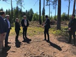 Kulturministeren besøker Trandumskogen (Foto/Photo)
