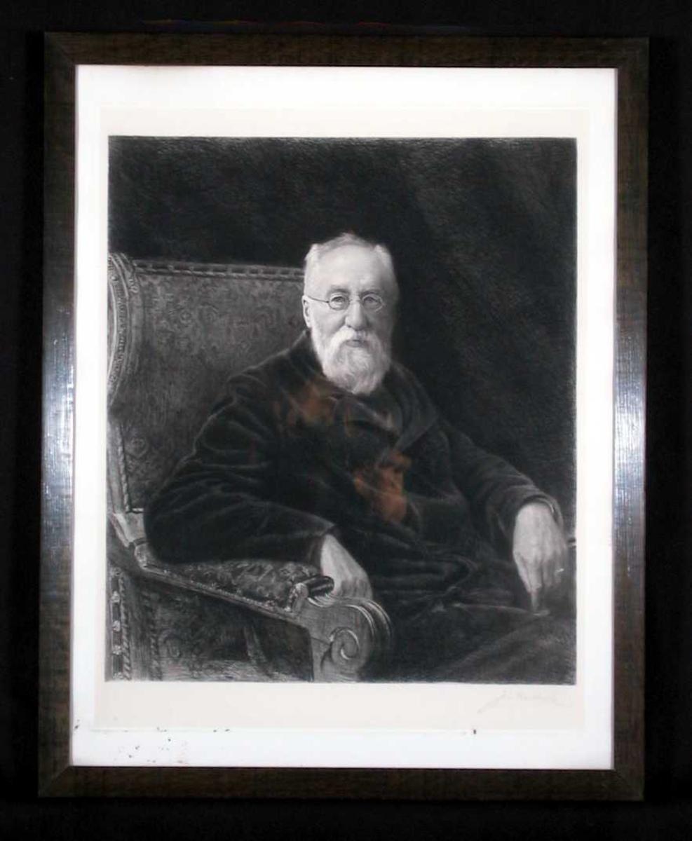 Portrett av en eldre mann sittende i en lenestol.