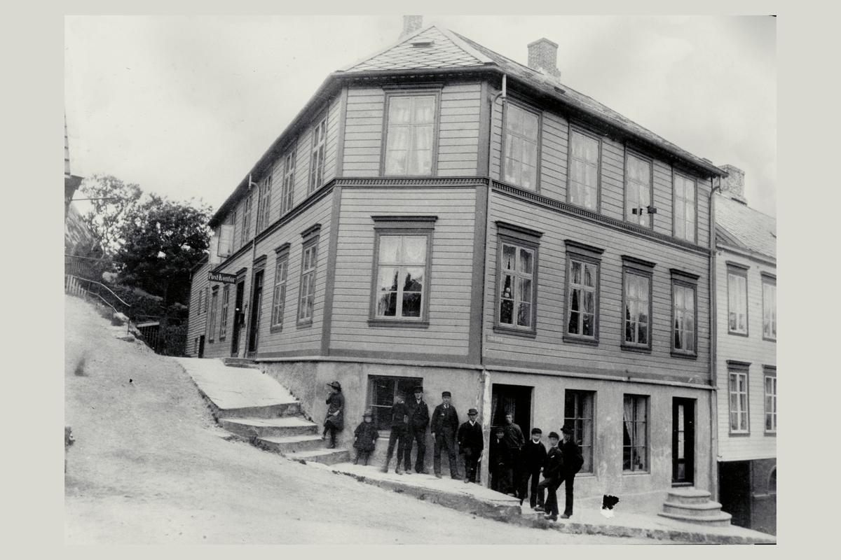 eksteriør, postkontor, 6025 Ålesund, menn, barn