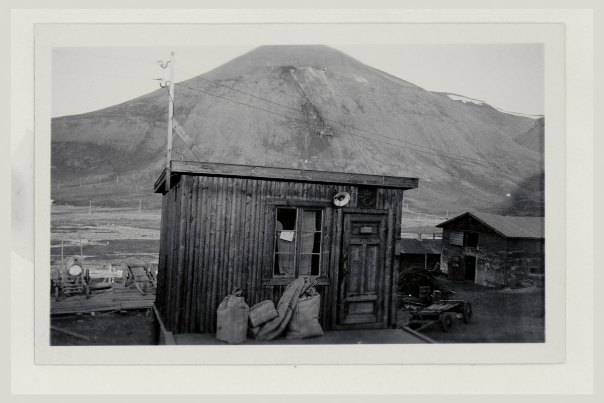 eksteriør, poståpneri, Longyearbyen, postsekker