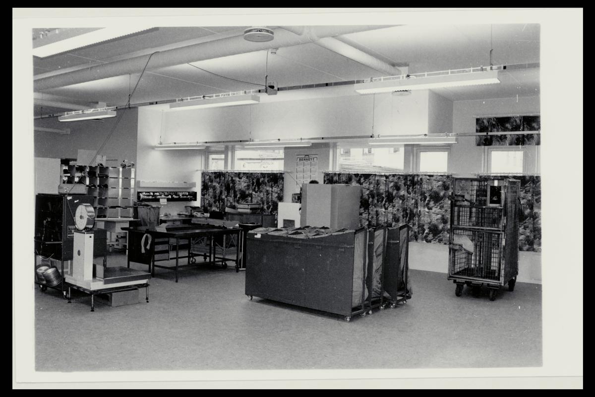 interiør, postkontor, 9800 Vadsø, sortering, vekt, postsekker