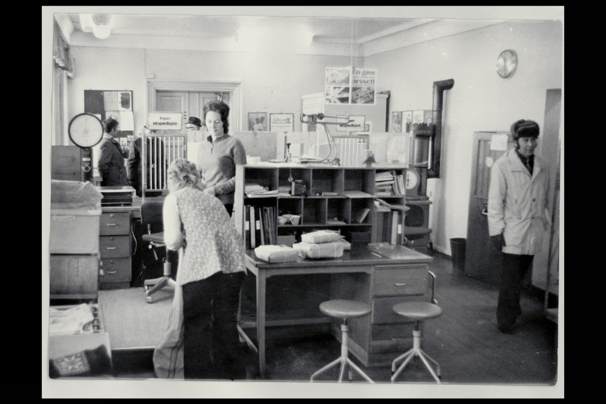 interiør, postkontor, 1600 Fredrikstad Ø, underpostkontor I, ekspedisjon, kunder, vekt