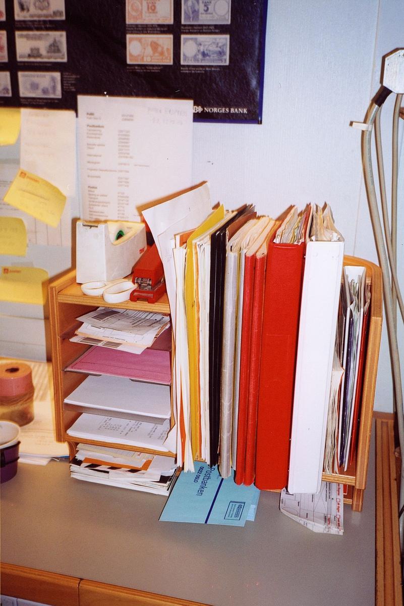 interiør, postkontor, 0137 Bekkelaget, skranke, hylle med blanketter, permer, hefter og postmapper