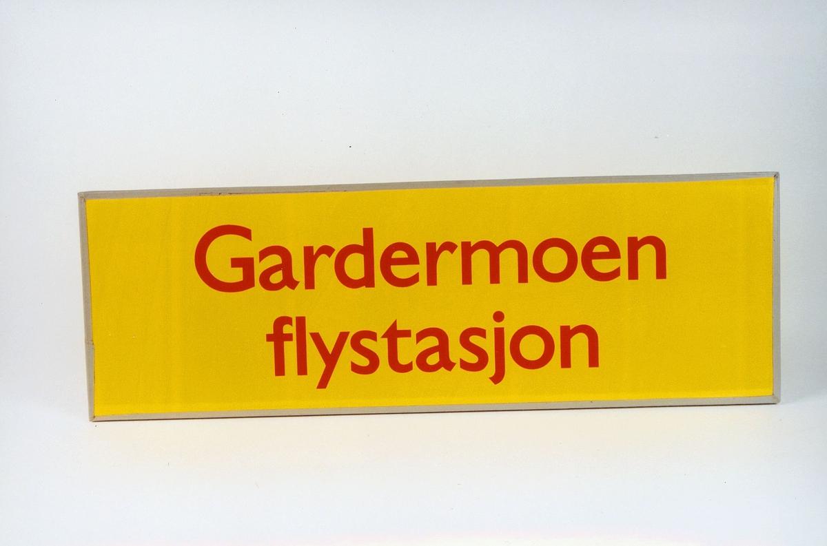 Postmuseet, gjenstander, skilt, stedskilt, stedsnavn, Gardermoen flystasjon.
