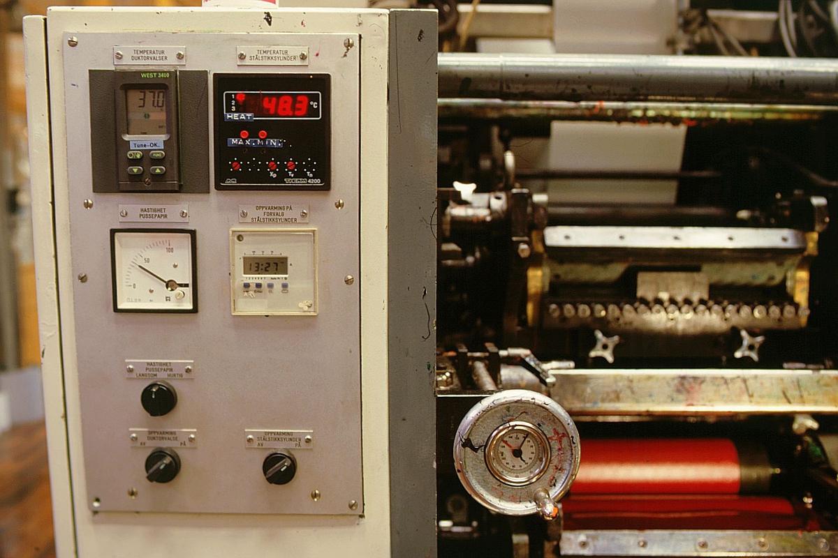 frimerketrykking, Norges bank Seddeltrykkeriet, rotasjonspresse, Goebel frimerkerotasjon, frimerker i produksjon, bryterpanel, valser, detalj