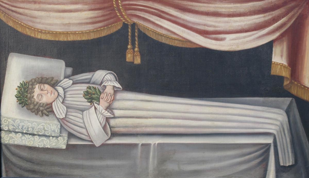 Ung gutt på likstrå  Liggende menneskekropp, på lit de parade, hodeende ht.  Hvite (grønnlighvite likklær m. parallelle folder:  en fotsid kjortel m. vide ermer m. oppbrett, m. skjorte under, hvitt knyttet halstørkle, uryddig krøllet  grålig parykk, laurbærkrans på hodet, laurbærkvast  i de foldede hender på brystet. Bakgr. mørk grågrø  øv. fra h. et nedhengende draperi