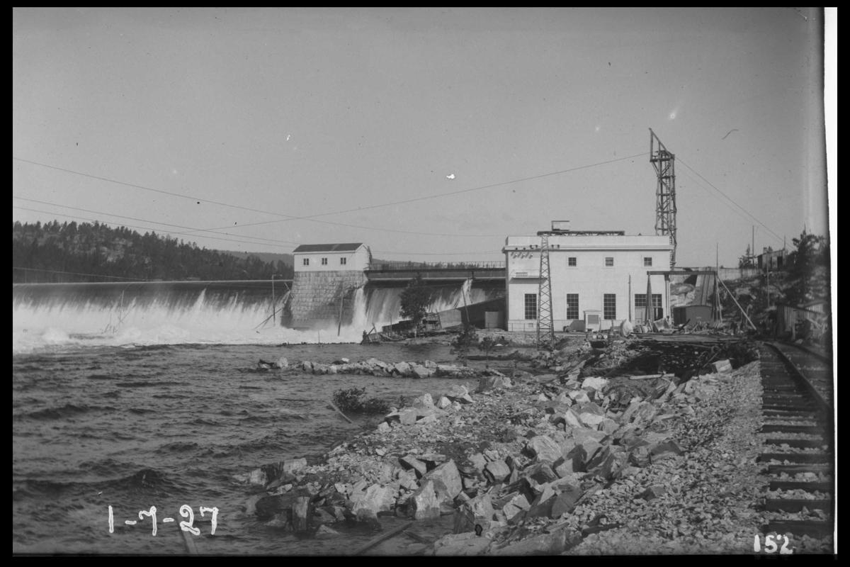 Arendal Fossekompani i begynnelsen av 1900-tallet CD merket 0010, Bilde: 23 Sted: Flatenfoss i 1927 Beskrivelse: Kraftstasjonen