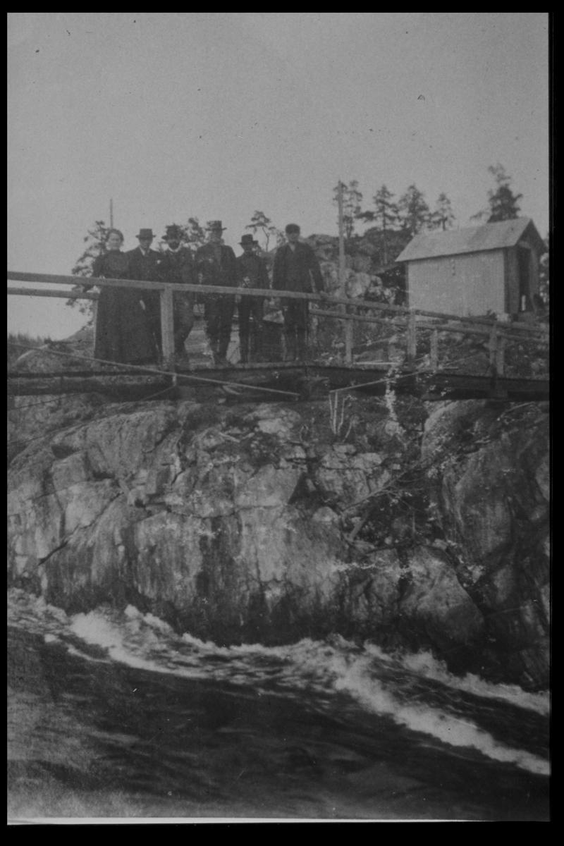 Arendal Fossekompani i begynnelsen av 1900-tallet CD merket 0469, Bilde: 27 Sted: Elva Beskrivelse: Bro fra Brenteberget til Fjelldalslandet