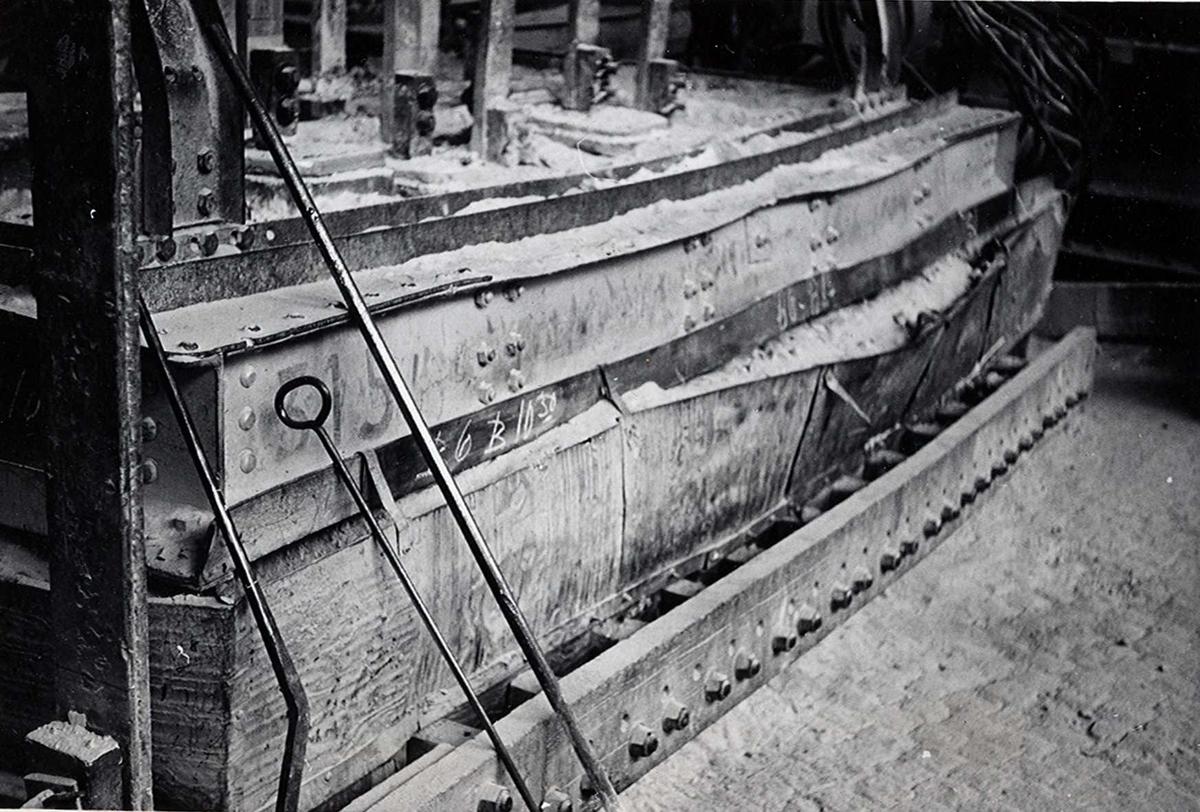 Nitriden. Smelteovn for aluminium. Redskap for rensing/staking.