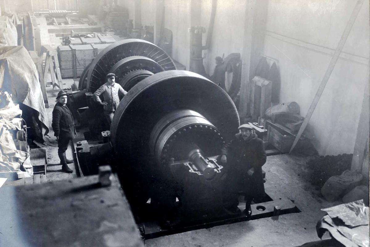 """""""1914"""" Nitriden. Maskineri for omforming av strøm fra vekselstrøm til likestrøm i Omformerstasjonen."""