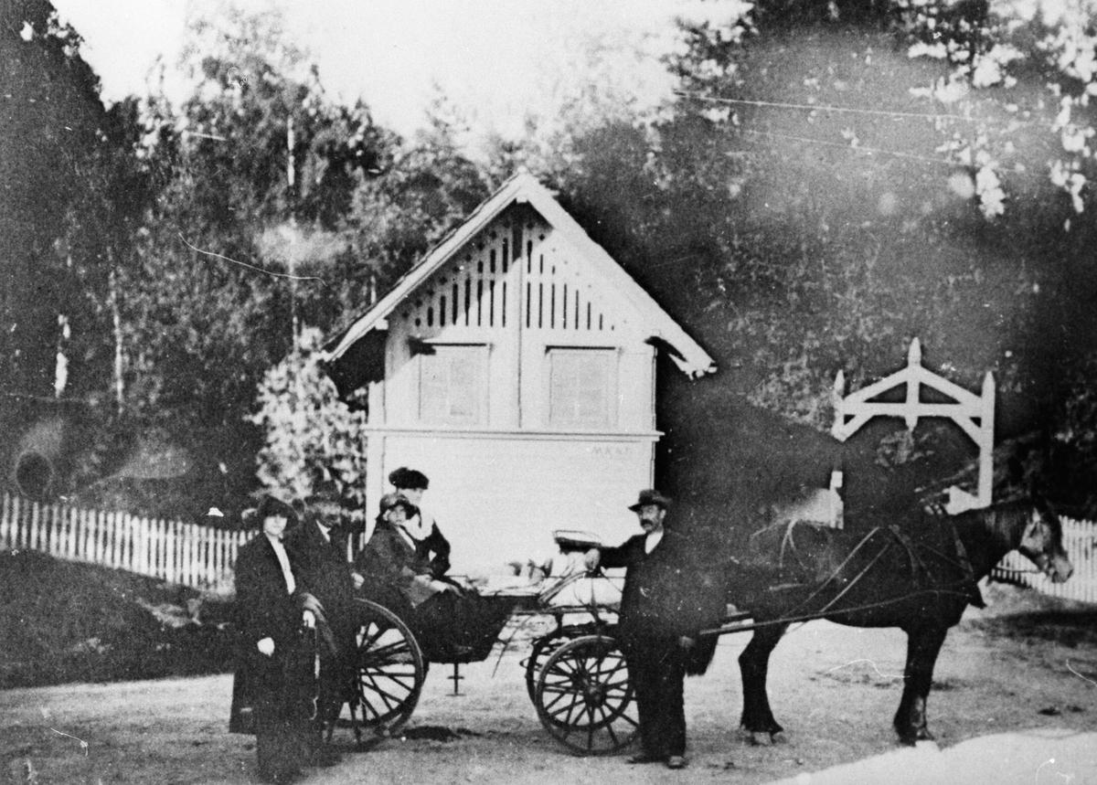 Hesteskyss ved Oppegård stasjon.
