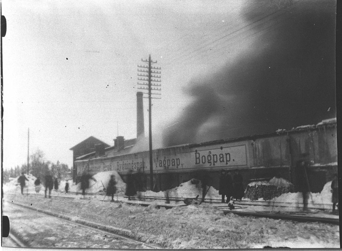 Fra brannen på Fjellhamar Bruk i mars 1923.
