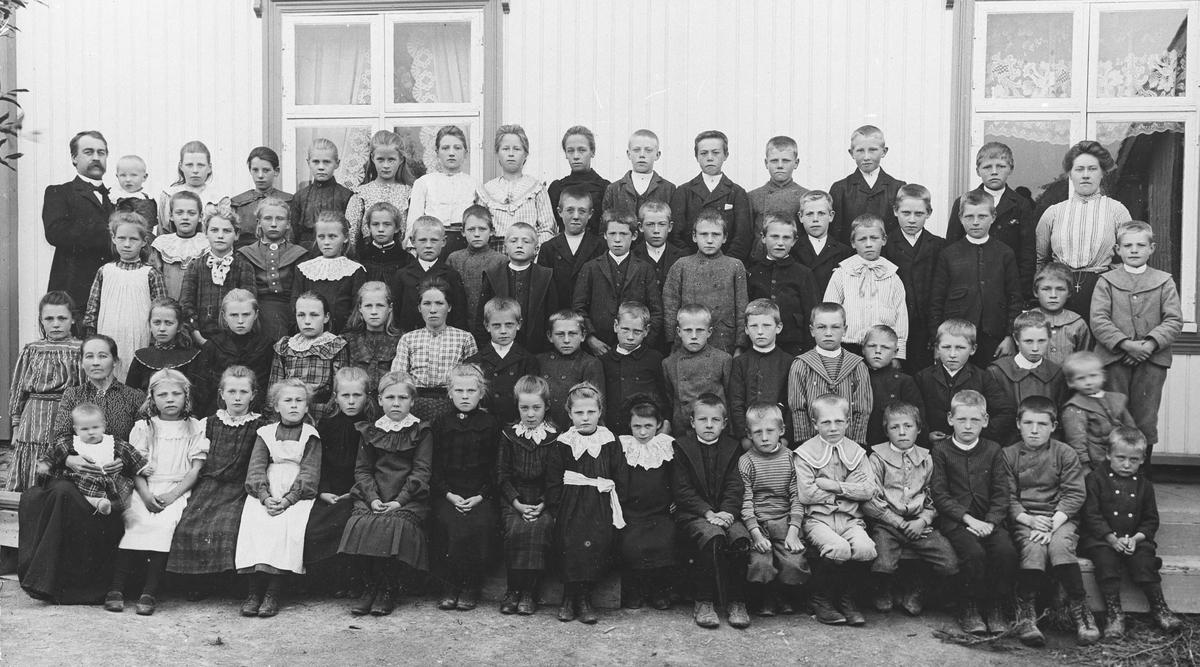 Skolebilde.  Ihle 1905-06