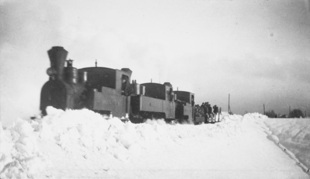 Lok 1 Urskog(t.v.), lok 4 Setskogen og lok 2 Eidsverket i snøryddingstog.