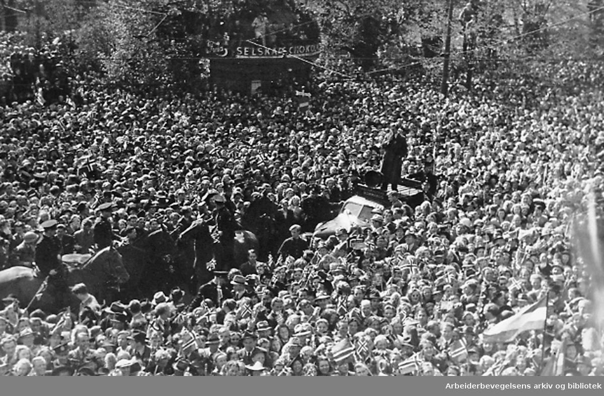 Frigjøringen feires i Studenterlunden,.7. mai 1945...