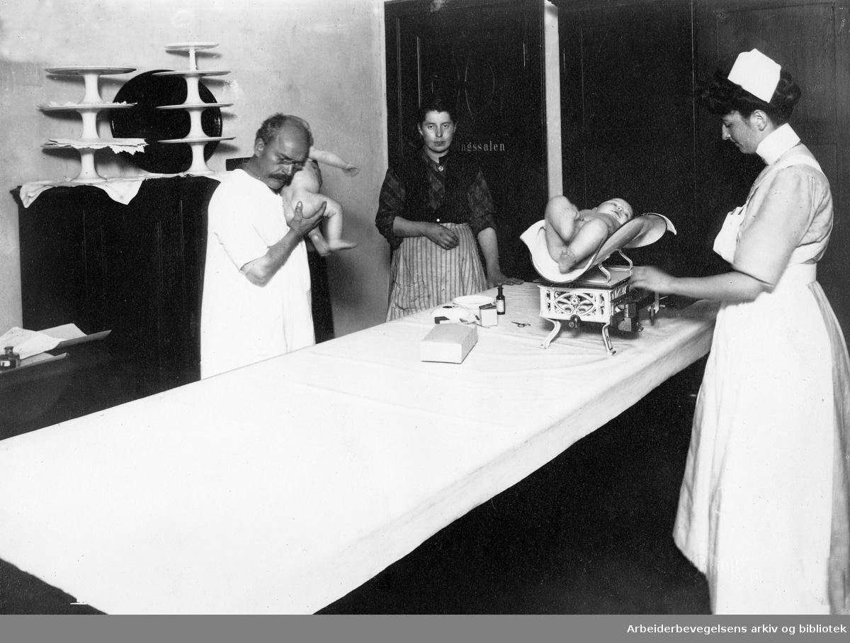 Tøyen Barnepleiestasjon,.startet 4. mai 1911