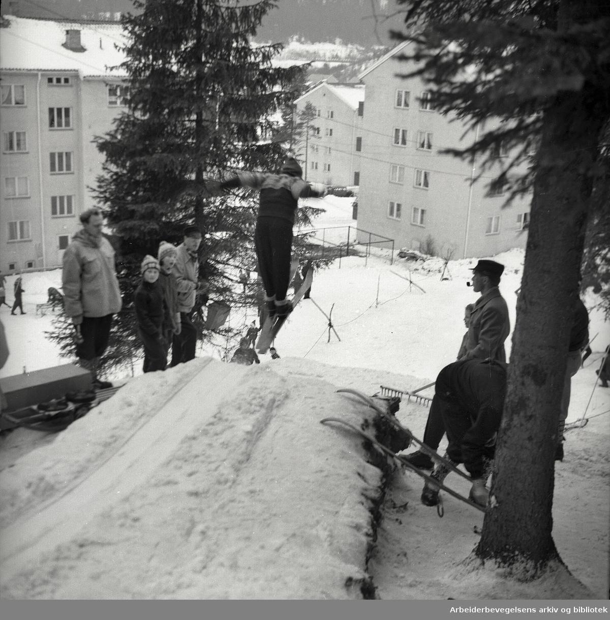 Hoppbakke på Tonsenhagen,.mars 1957