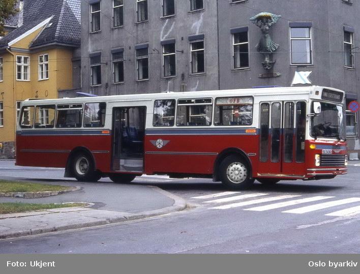 Buss, OFB buss BL-54362 ved Jernbanetorget.