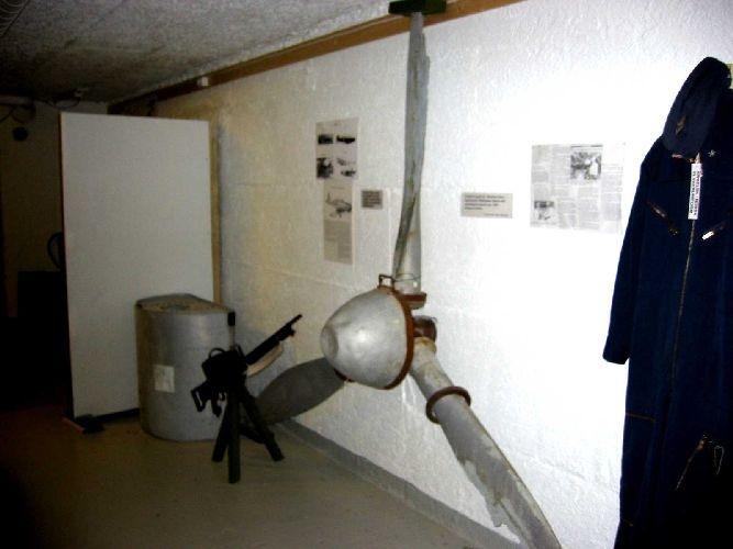 Propell festet på veggen i museet. Opplysninger ved siden av.