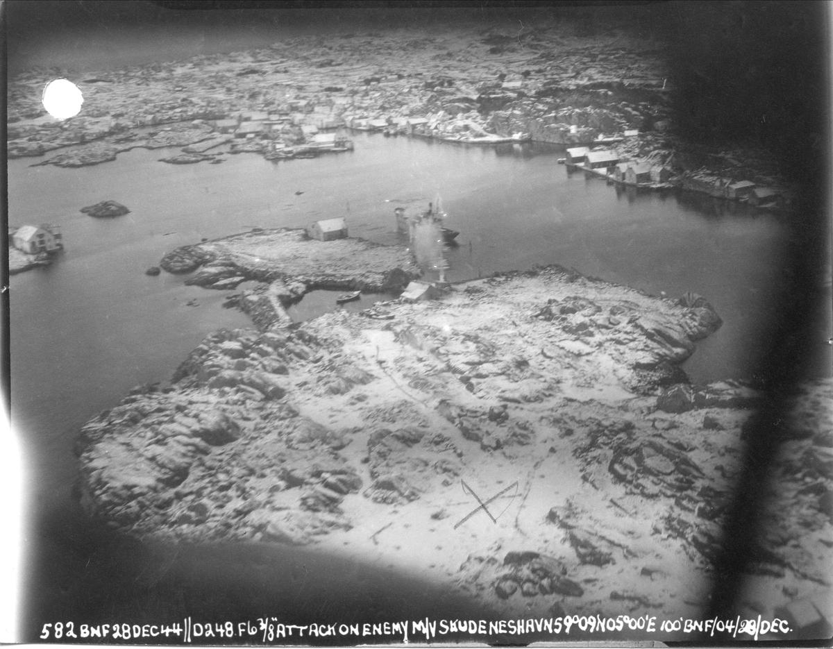 Fly fra 248 skvadronen angriper fiendtlige skip i Skudeneshavn, 28. desember 1944.