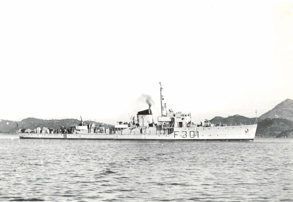 """Motiv: Sleipner klasse fregatt KNM """"Gyller"""" (F301) styrbord bredside"""