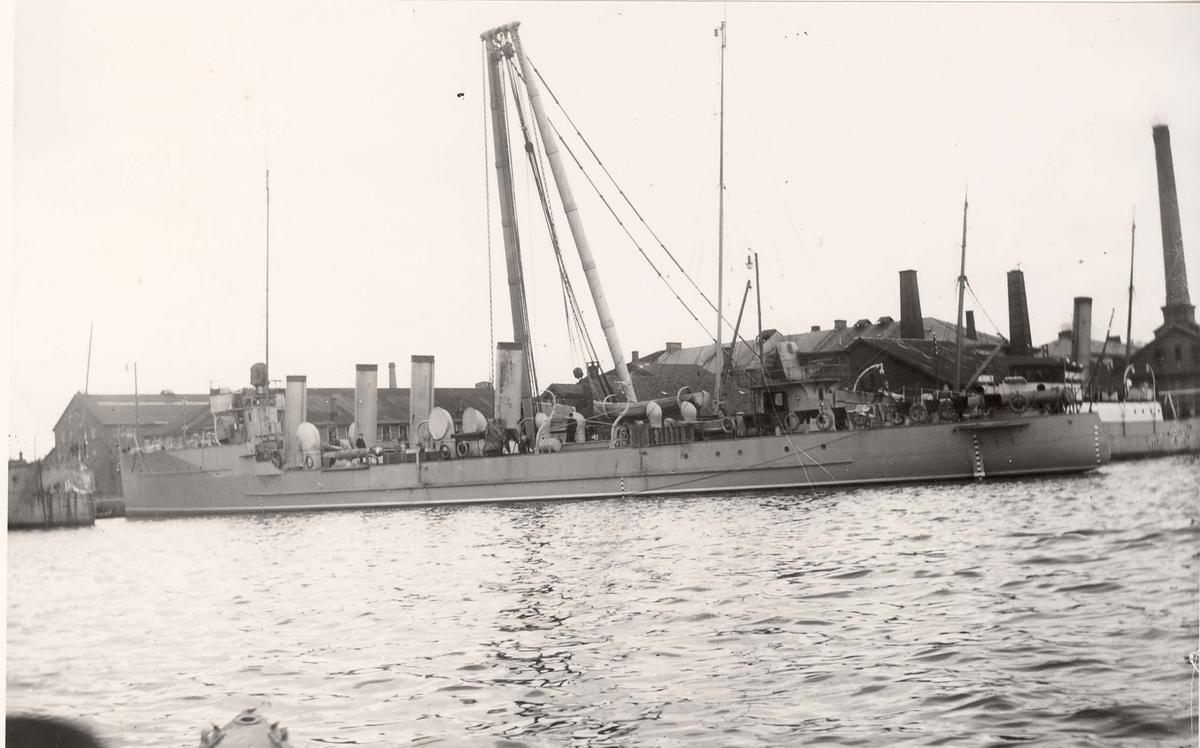 "Torpedojageren ""Draug"", babord side."