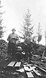 GRUPPE: 2 MENN, JOHS. KJONERUD, O. LARSEN, HAMAR VANNVERK
