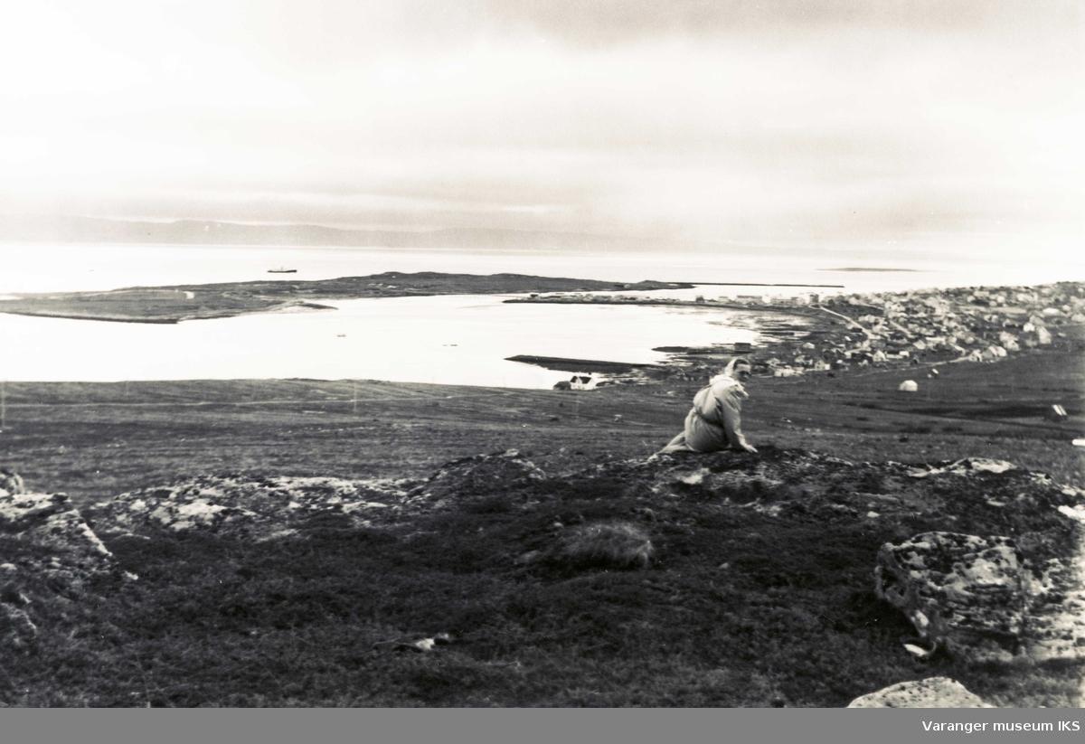 Ida Tuomainen på Melkevarden i ytrebyen i Vadsø ca 1950-tallet?