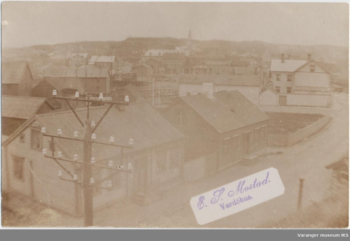 Postkort, Vardø sentrum, Festningsgata i forgrunnen