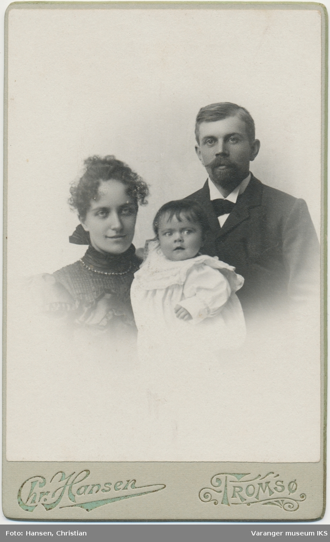 Familieportrett, Einar Nikolai og Annie Brodtkorb med datter, ca. 1900