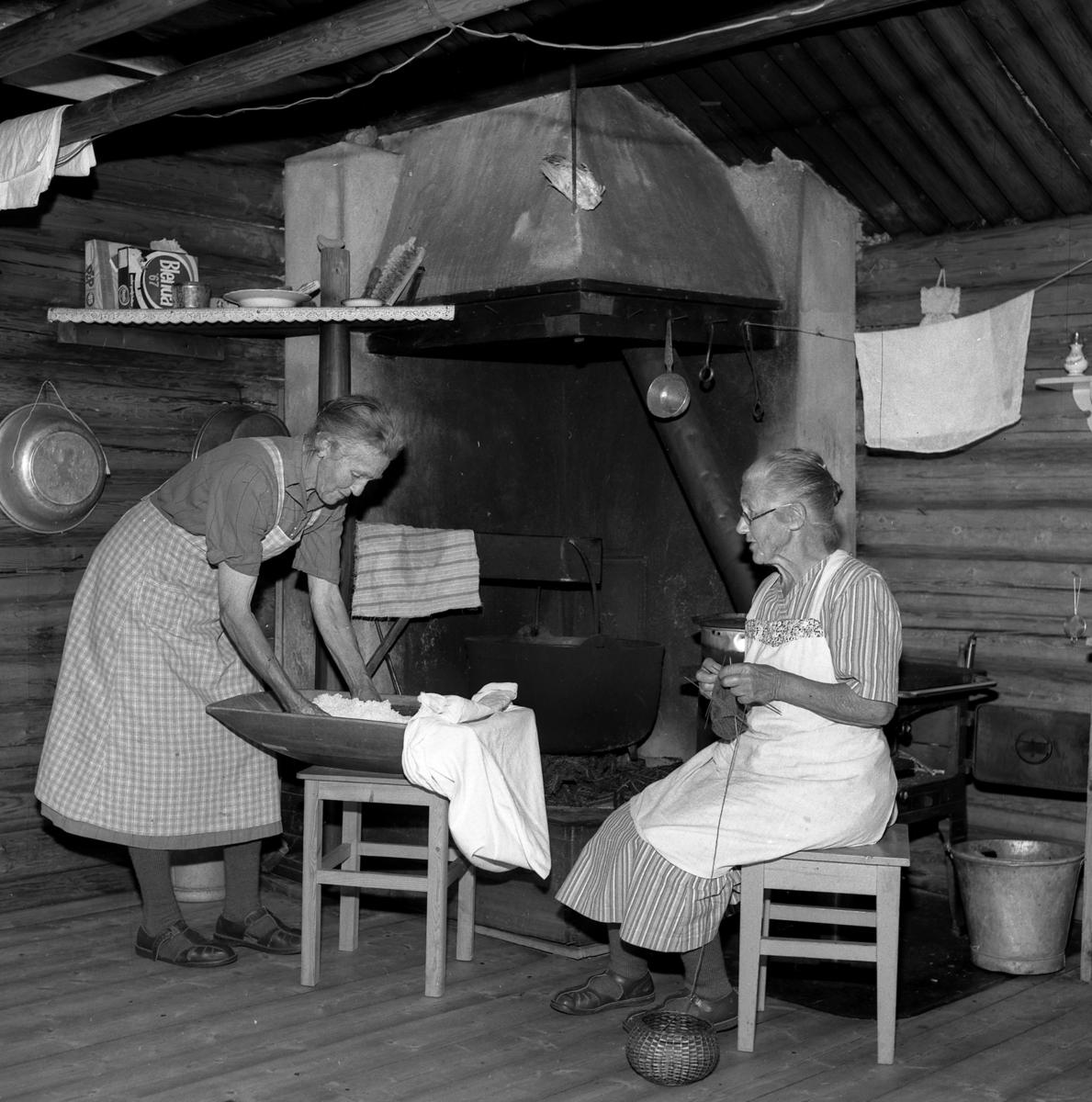 Oline Murud og Inger Løken, budeie