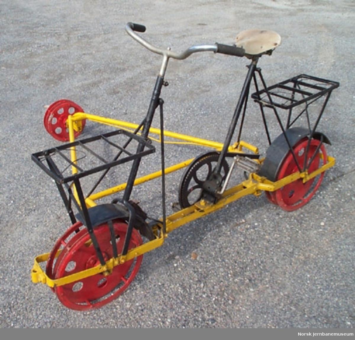 Inspeksjonstralle for normalspor : sykkeldresin med leddet stålramme og lamellhjul