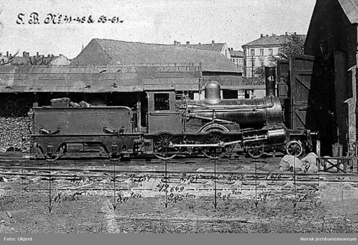 Damplokomotiv type 9a nr. 41 utenfor lokomotivstallen på Oslo Ø, målsatt fotografi