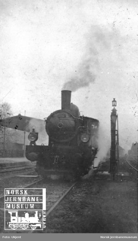 Utenlandsk damplokomotiv sett forfra
