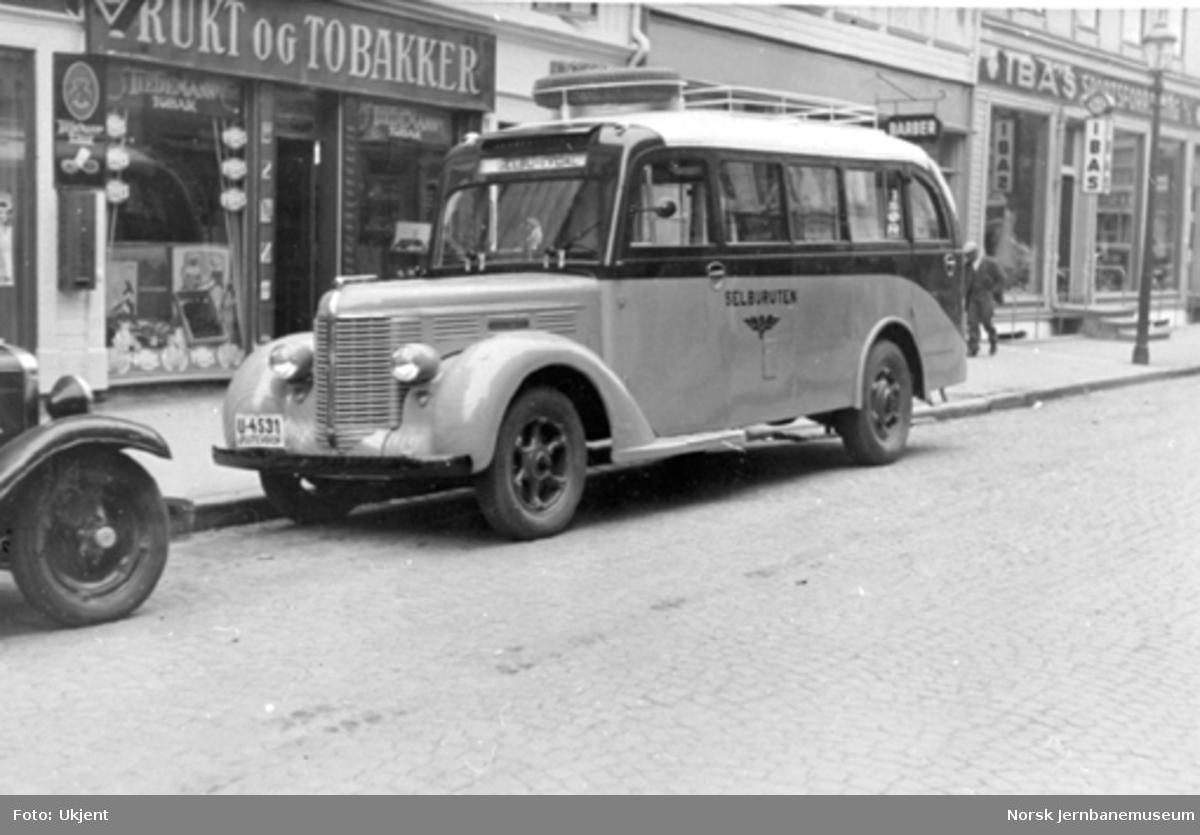 Selburutens buss U-4531 i Trondheim : Diamond T 1938-modell