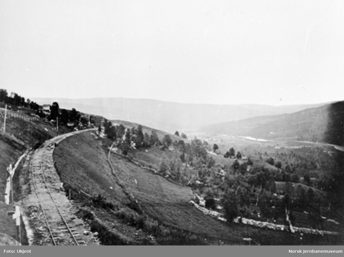 Jernbanelinjen ved Stensli; utsikt over dalen