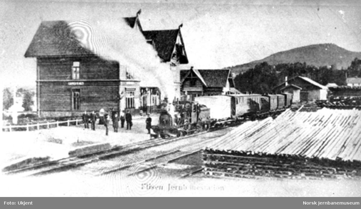Blandet tog trukket av damplokomotiv type 5a nr. 21 på Flisa stasjon