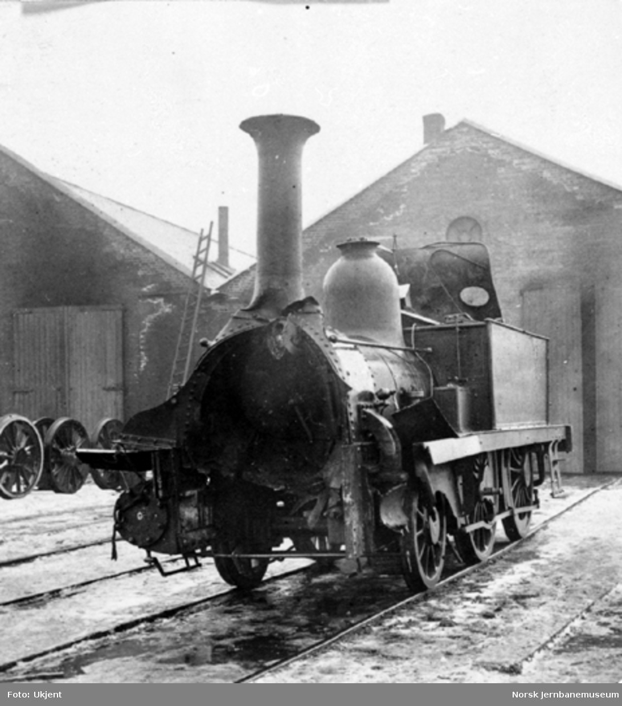 Skadet damplokomotiv nr. 14 etter togsammenstøtet ved Åbogen 4. mars 1873