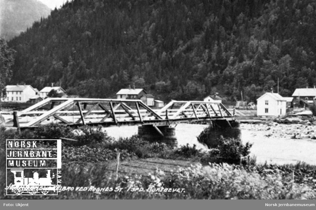 Flomskader i Gauldalen : jernbanens vegbru på Rognes med ett spenn bortrevet
