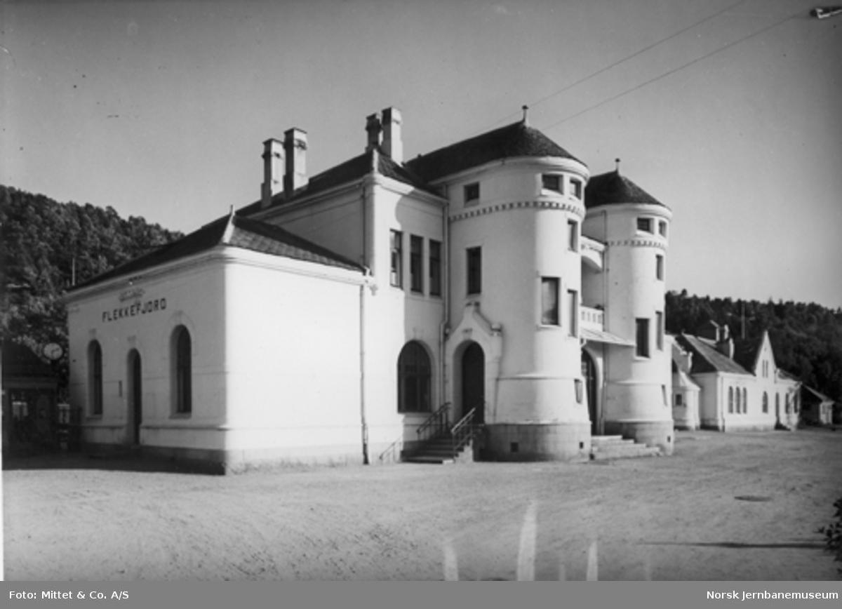 Flekkefjord stasjonsbygning, bysiden