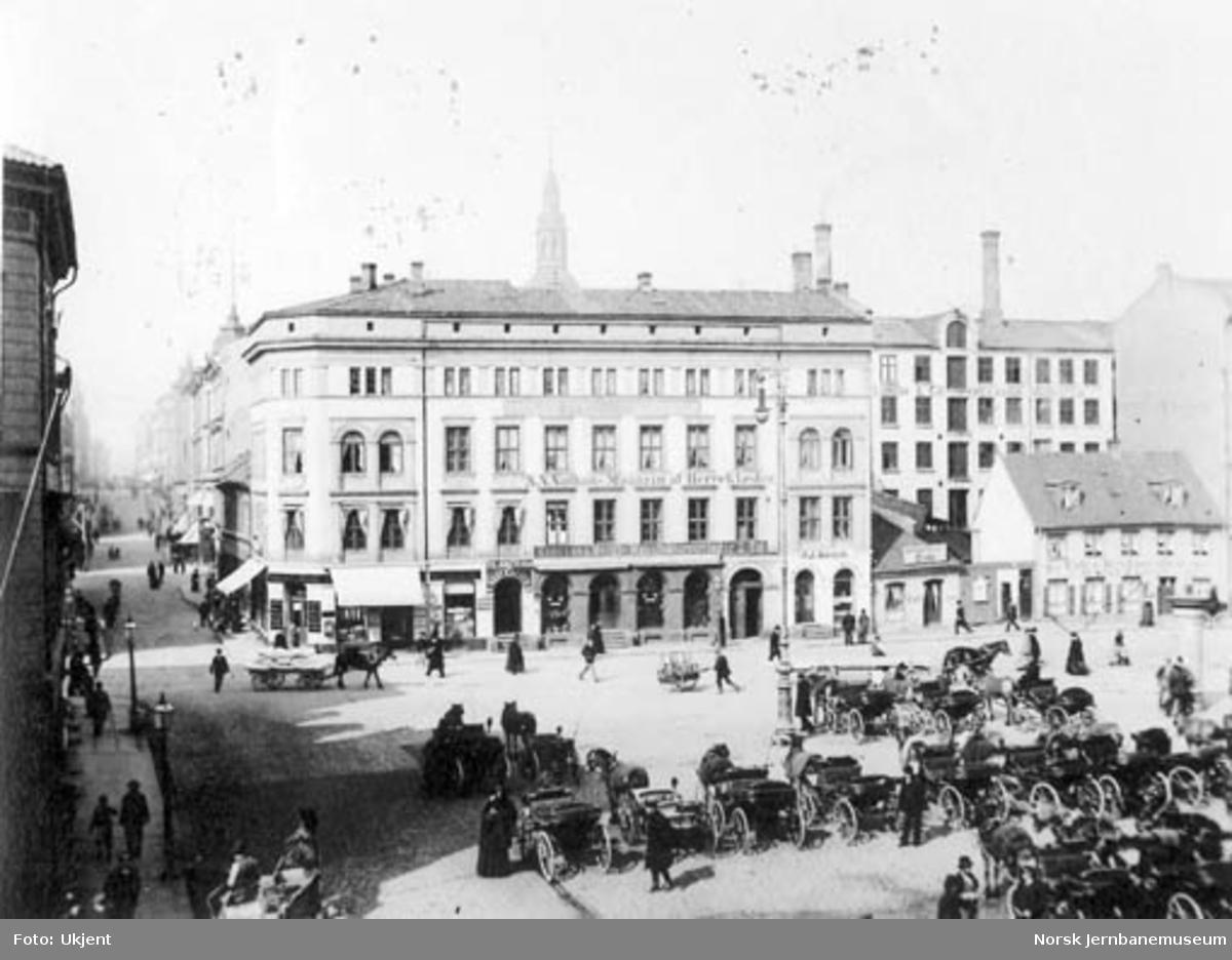 Jernbanetorget i Oslo, sett mot Karl Johan gate