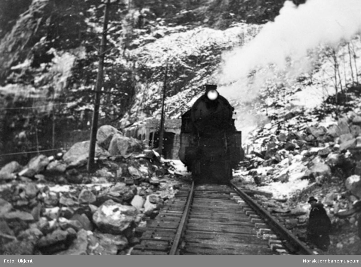 Utrasing på Vossebanen februar 1928 : Dalseid km 421,4