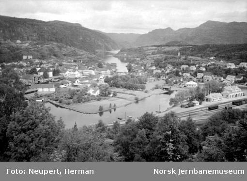 Oversiktsbilde med Flekkefjord stasjon