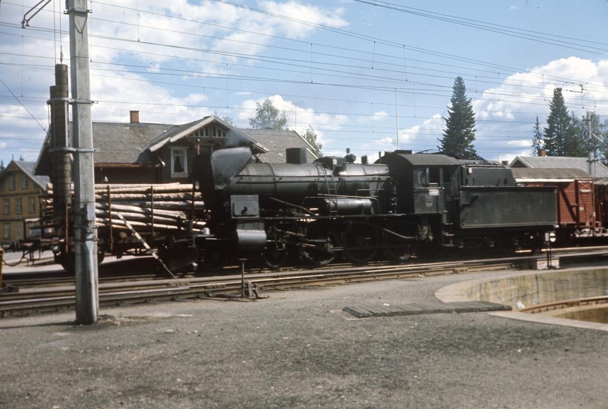 Damplok type 30b nr. 347 på Eina stasjon.