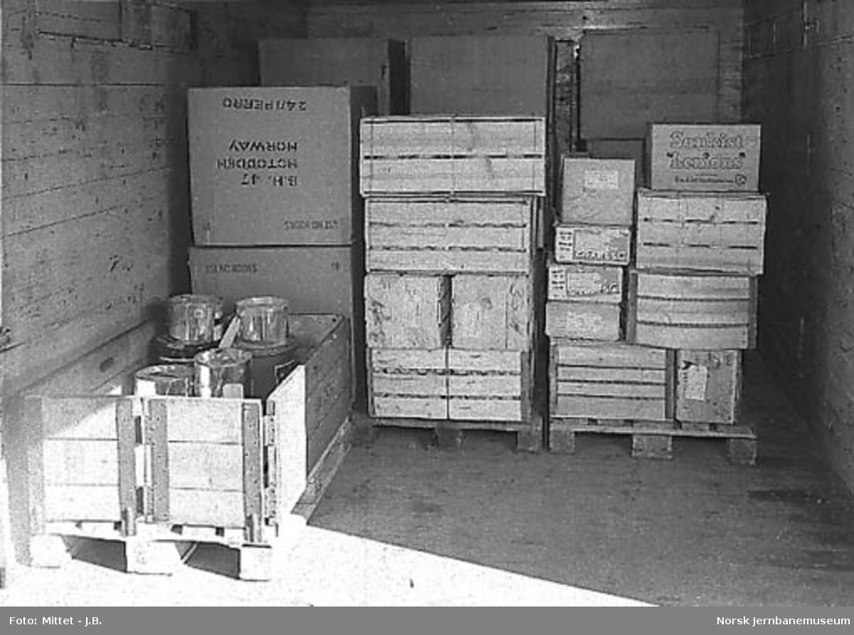 NSBs godsekspedisjon på Filipstad, paller med gods