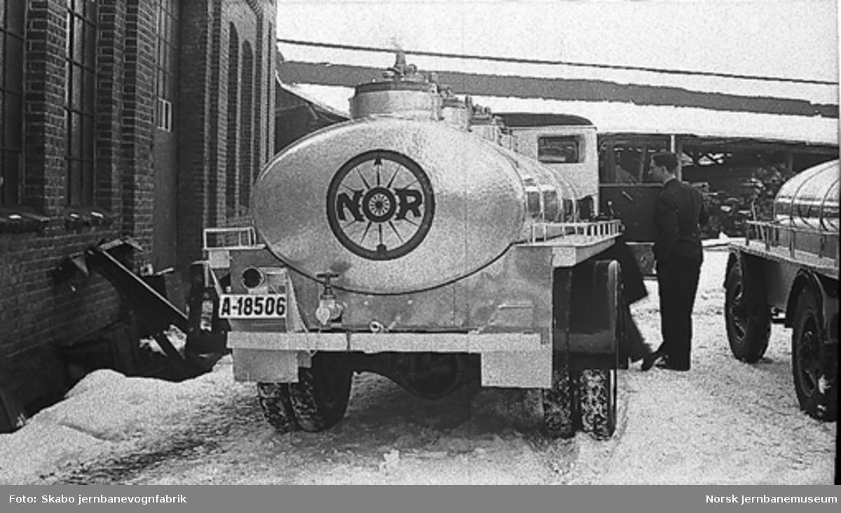 GMC tankbil for NOR-bensin, A-18506 med tilhenger A-18507