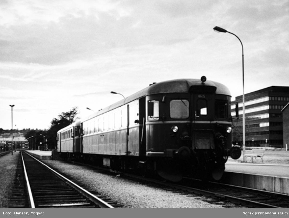 Persontog fra Trondheim, motorvognsett type 86, ankommet Steinkjer stasjon
