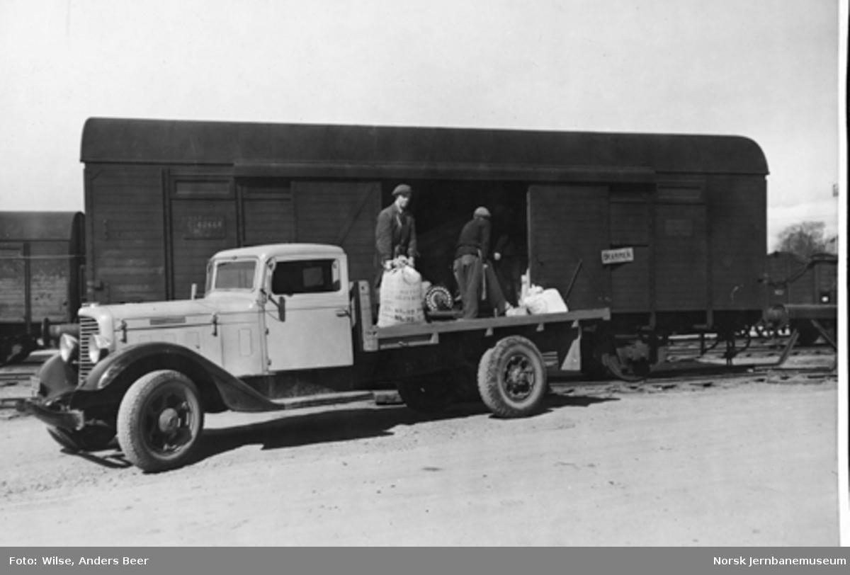 Opplasting av godsvogn litra G4 fra lastebil