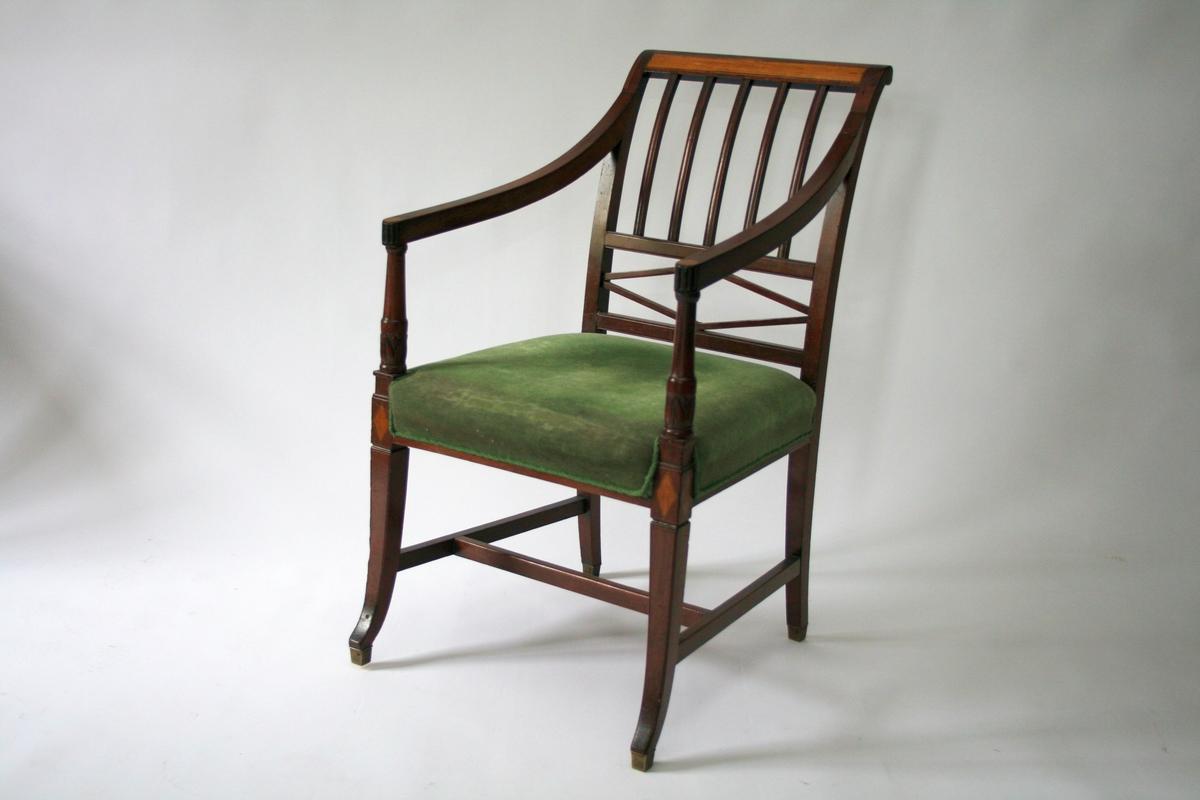 En av 6 like stoler, med tilhørende kanapé.